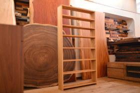 無垢クリ材を使った本棚と大型サイズのウォールナット水槽台完成!