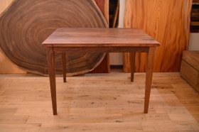 無垢ウォールナット引き出し付きテーブルとクリのダイニングテーブル完成!