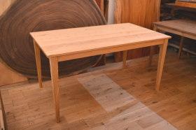 無垢クリ材を使ったダイニングテーブル1400と1800サイズ完成!