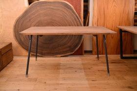 黒皮アイアン脚×ヒノキアンティークテーブルとチェリーのベンチ×2台完成!