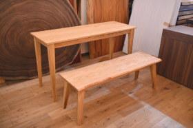 国産クリ材テーブルと耳付きベンチ完成!