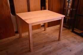 木目が綺麗な無垢クリ材のテーブルとウォールナット&チェリーのテッシュケース完成!