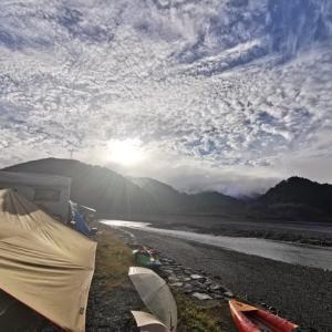 秋の気田川カヌーキャンプ~二日目カヌーは田中ケンさんとニアミス