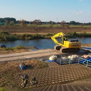 柳瀬川の河道掘削工事が再開