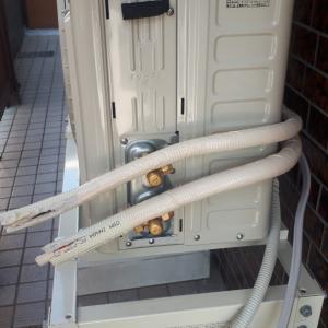 エアコン工事、、室外機の配管取り付け作業