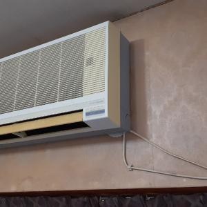エアコンの配管は元に戻そうねぇ