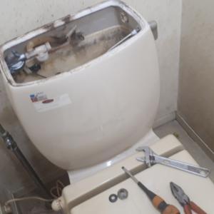迎え盆の13日 トイレの水が止まらない&床が水漏れ
