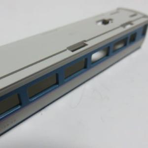 車体の断面を塗りつぶす KATO#10-426 189系「あずさ」の色差し (その6)