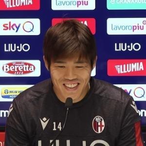 冨安健洋、イタリア語で記者会見!幹部のマンU発言ついては「今はボローニャの事だけを考えている」