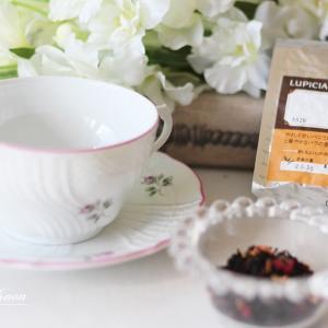 今日からこちらでお待ちしています、紅茶にこめる想いは?花教室