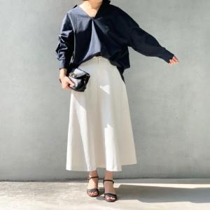 ドルマンスリーブブラウスのパンツとスカートのコーディネート。