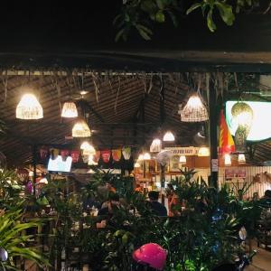 タイ人に大人気のオンヌットのイサーン料理屋…よりもシンハーガール??
