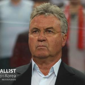 中国がヒディンク五輪代表監督と決別へ…韓国メディア「パク・ハソンと挨拶するときだけ立ち上がったと難癖」
