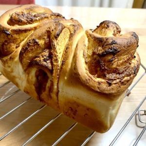 初めての手ごねパン。バタースコッチ食パン