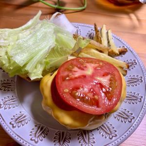 連休の晩ご飯: 手作りハンバーガー。