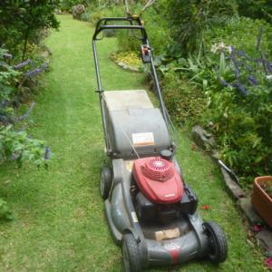 芝刈り機が正常運転に治った。
