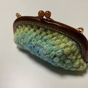 玉編みのポーチ(恐らくメガネ入れ