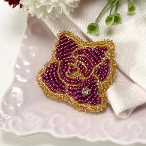 ブローチの縁のかがり縫いとペンケースがま口制作