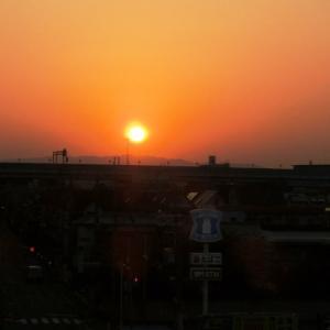 ☆ 鴻池新田駅ホームからの夕陽