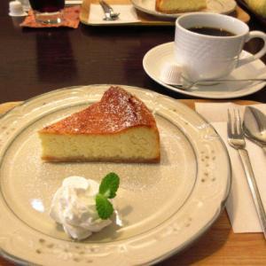 ラーメン後のコーヒー&スイーツは「cafe gaku」