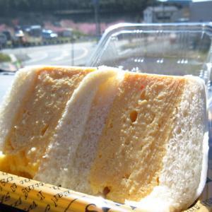 「Haraペコ・サンド」のサンドイッチを持って花見♪