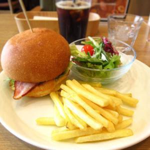 ジューシーな三ヶ日牛のハンバーガーでランチ♪「ビストロベーカリーfukuram(フクラム)」