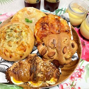 お昼はハコニワベーカリーのパン♪