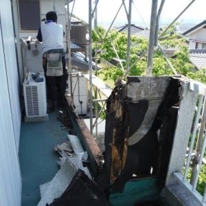 台風被害 ~  ベランダ補修方法は。