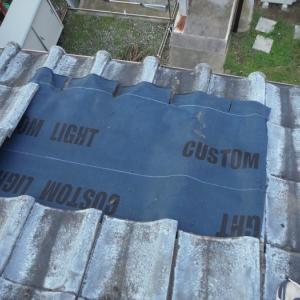 瓦屋根と戸袋 ~ 瓦補修。
