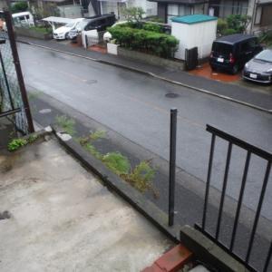 フェンスと雨戸 ~ 台風被害で破損しました。