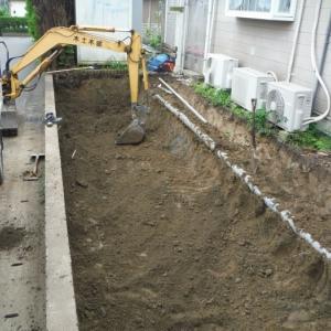 新しい駐車場 ~ 掘削とブロック積み。