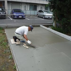 物置と軒天補修 ~ コンクリート仕上げ。