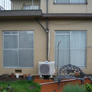 窓にシャッター取付け ~ 今年の台風が来る前に。