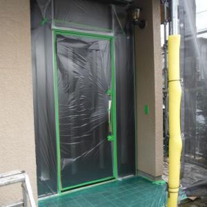 屋根、外壁塗り替えとメンテナンス ~ 養生、補修、塗り始め 。