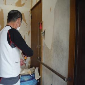 玄関の内装工事 ~ クロス工事で終了となりました。