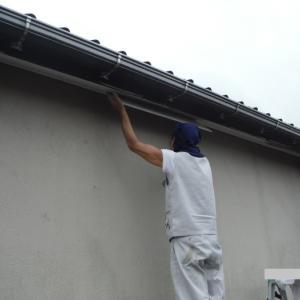屋根補修 ~ 軒天補修から開始。