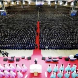 10万人が一斉に修了式 これが新天地教会の実力!