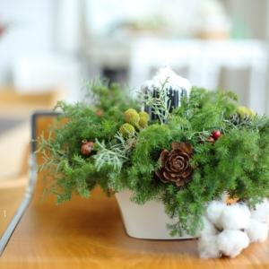 スノーキャンドルとクリスマスアレンジメント by FloraRIE