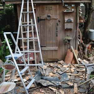 小屋の屋根をふき替えています②!