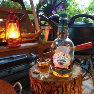 ウイスキーとオイルランタンと焚き火♪