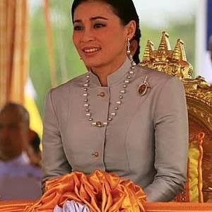 タイ それでも国王を支持するのはなぜなのか
