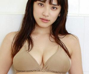 都丸紗也華【B88 Fカップ 規格外ボディーグラドルの水着画像】(16)