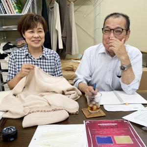 シルクとウールで編み上げた「リビング・ナイトウェア」は新しい発想の製品なんです……!?