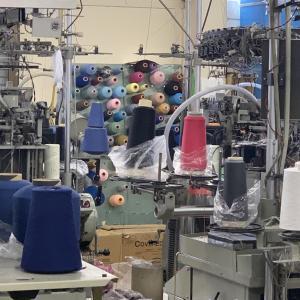 招いていただき、大きな靴下工場へ行ってきました!久しぶりの工場探訪です。