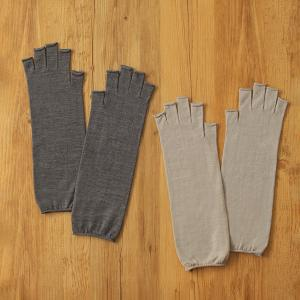 内側シルクのウール&シルクのハンドウォーマー(指あきタイプ)はスマホが使えます。
