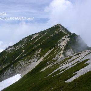 唐松岳山頂を目指して