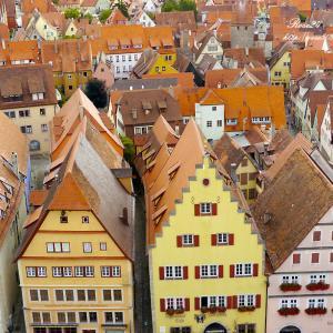 オレンジ色の屋根の街並み