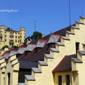 ホーエンシュバンガウ城とカフェ