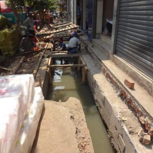 洪水を誘発するヤンゴン市内のゴミ