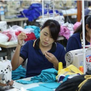 ミャンマーの縫製業が崩壊に直面している